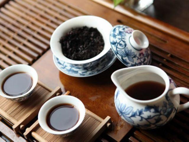 brewing puerh tea